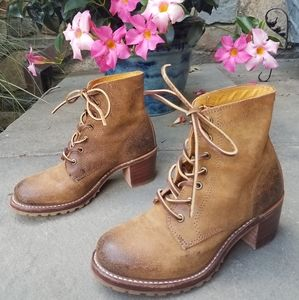 Frye sabrina 6g lace up  oiled suede ankle boots